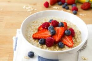 158865-350x233-oatmeal-and-fruit